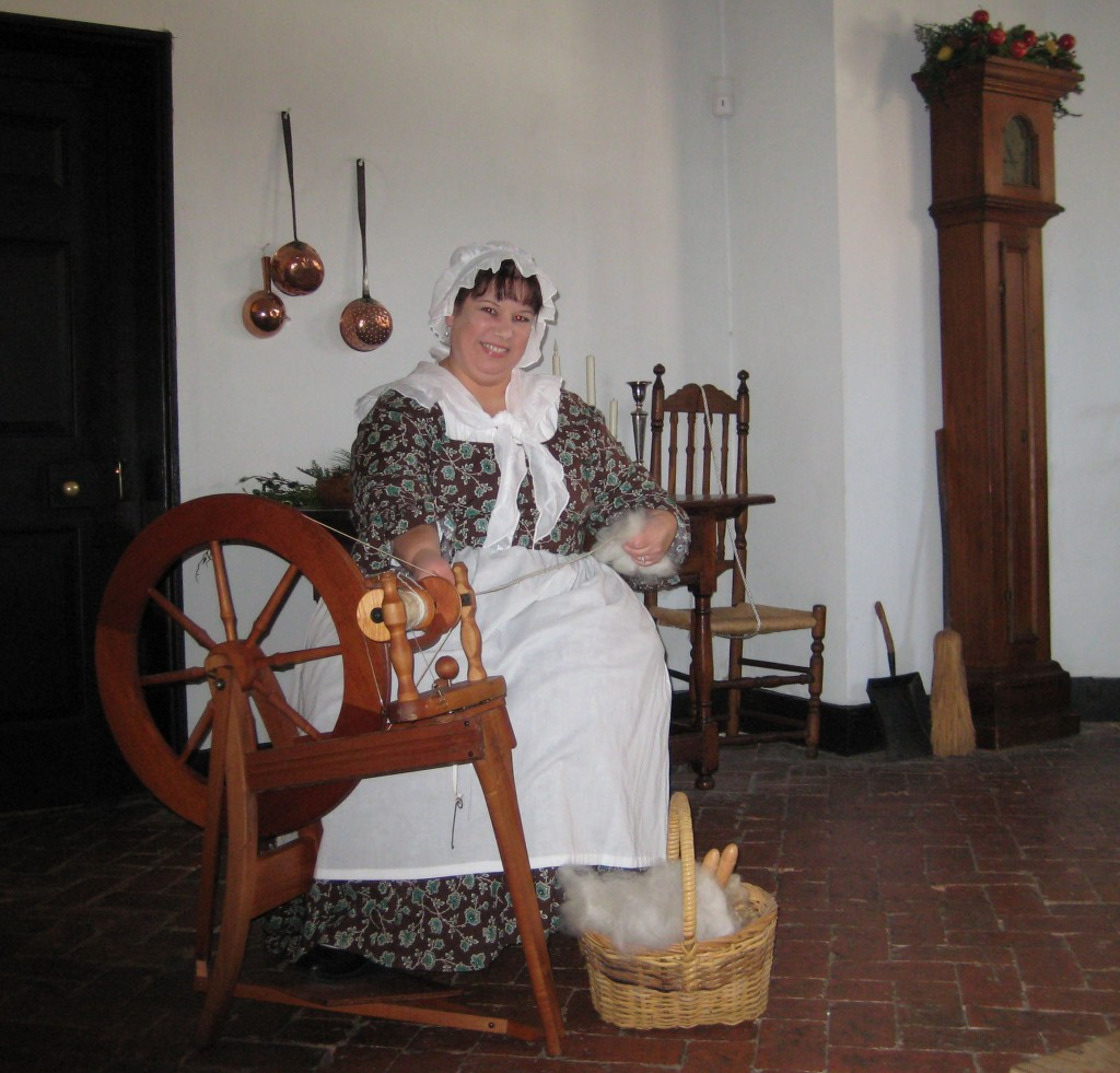 Colonial Women Clothing